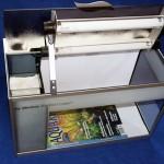 """Bild: Das Licht aus dem Aquariuminneren / Arnold Design Aquarium Foxtrott """"Emotion"""" volume FOUR mit geöffnetem Beleuchtungsmodul."""