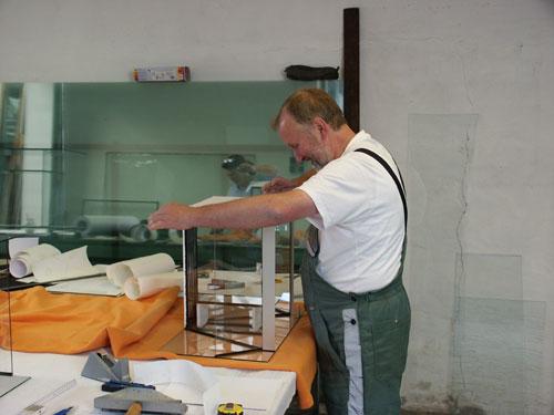 """Bild: Idee und Umsetzung / Das Arnold Design Aquarium """"Mecklenburg-Vorpommern"""" (2006) wird vorbereitet zum Sandstrahlen. Experience The Beauty"""