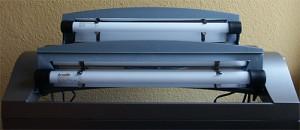 Bild: Tetra AquaArt-Aquarium / Die Bedienbarkeit der Luken ist durch das Anbringen der zusätzliche Leuchstoffröhren nicht eingeschrängt. Für die Aufrüstung wurden Arcardia Freshwater Röhren verwendet.