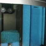 Bild: Negativtuning / Seitenansicht auf den Zweikammerfilter in einem 20er Tetra AquaArt-Aquarium.