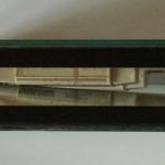 Bild: Das Sandwichmodul (2005) / Das erste Sandwichmodul (2005) in Glasbauweise in der Seitenansicht. Im Inneren sind gut die Vorschaltgeräte und der Premiumlüfter erkennbar. experience the spirit of the times.