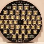 Bild: Die mit 42 Stück 6-Pin Superflux LED und 18 Widerständen fertig bestückte Platine.