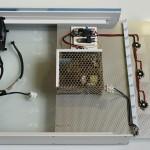 Bild: Foxtrott Antarktika (2014) / In Führungsschienen gelagert wird die Grundplatte mit der Technik in das Modul geschoben.